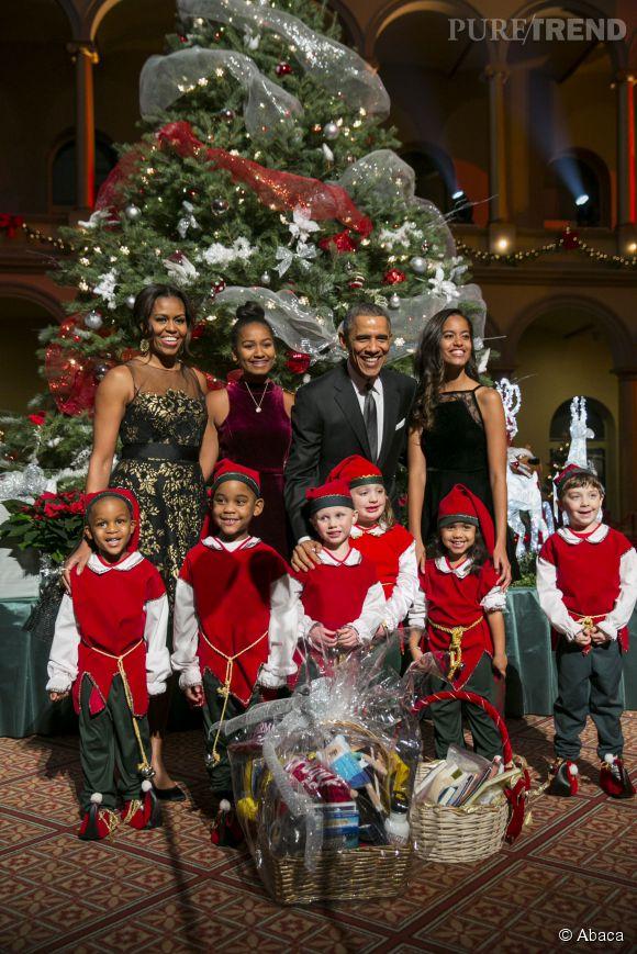 Barack, Michelle, Malia et Sasha Obama ont pris la pose sur leur trente-et-un pour la soirée de Noël de la chaîne  TNT .