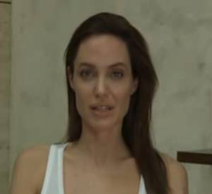 Angelina Jolie explique la raison de son absence : elle a attrapé la varicelle.