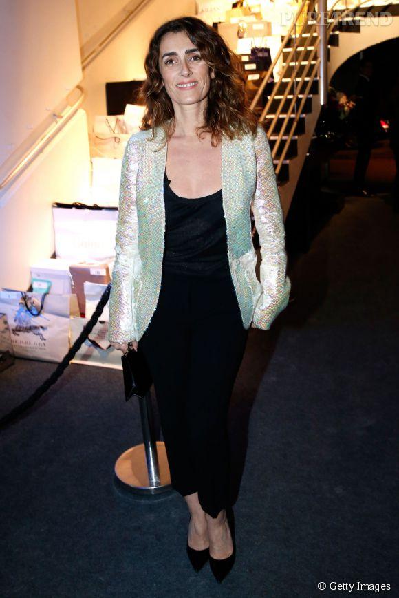 Total look noir et veste sequins blancs, la bonne association.
