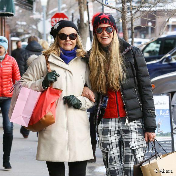 Elle Macpherson et sa mère, on dirait deux  soeurs .