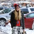 Elle Macpherson affronte le froid avec style.