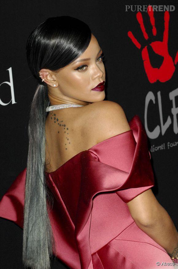 Rihanna a toujours autant de difficultés à rester habillée.