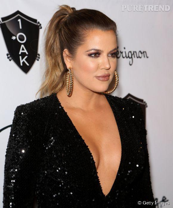 Khloe Kardashian arbore un impressionnant décolleté... On n'est pas loin de voir le nombril !