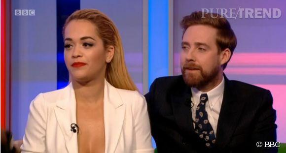 """Rita Ora, le décolleté du scandale lors du """"One Show"""" sur la BBC le 6 janvier 2015."""