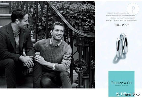 """""""Tiffany & Co."""" a inclut un couple homosexuel dans sa campagne de publicité pour des alliances."""