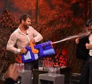 Chris Hemsworth n'est pas du genre à se laisser attaquer sans riposter.