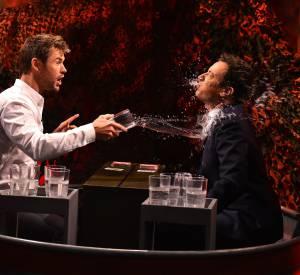 Chris Hemsworth et Jimmy Fallon au jeu de la bataille d'eau.