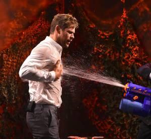 Chris Hemsworth vs Jimmy Fallon, bataille d'eau et T-shirt mouillé...