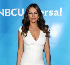 Elizabeth Hurley : elle sort le push-up dans une robe virginale