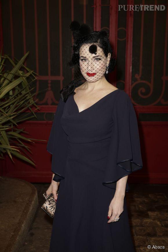 Rétro et sexy, la reine de l'effeuillage, Dita Von Teese était au défilé Alexis Mabille, collection Printemps-Eté 2015, à Paris, le 26 janvier 2015.