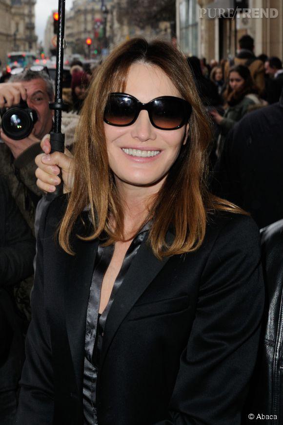 Carla Bruni, une diva souriante même sous la pluie.