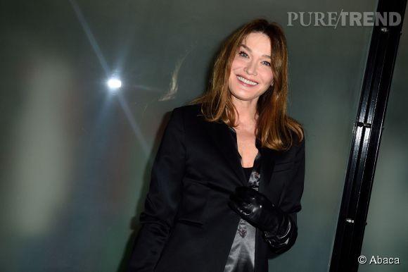 Carla Bruni, tout sourire hier chez Jean Paul Gaultier.