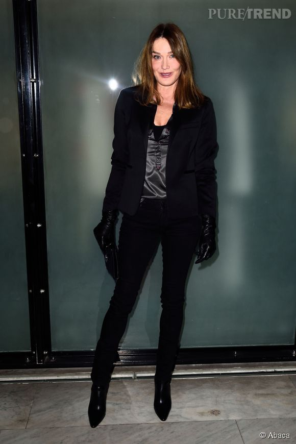 Carla Bruni, sexy dans son total look noir.