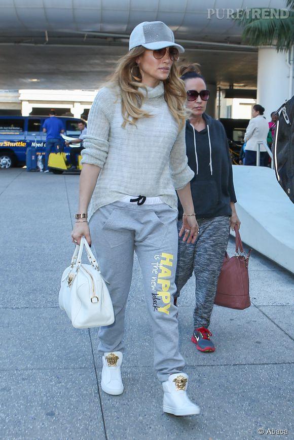 Jogging gris, baskets et casquette, Jennifer Lopez se la joue Jenny from the block !