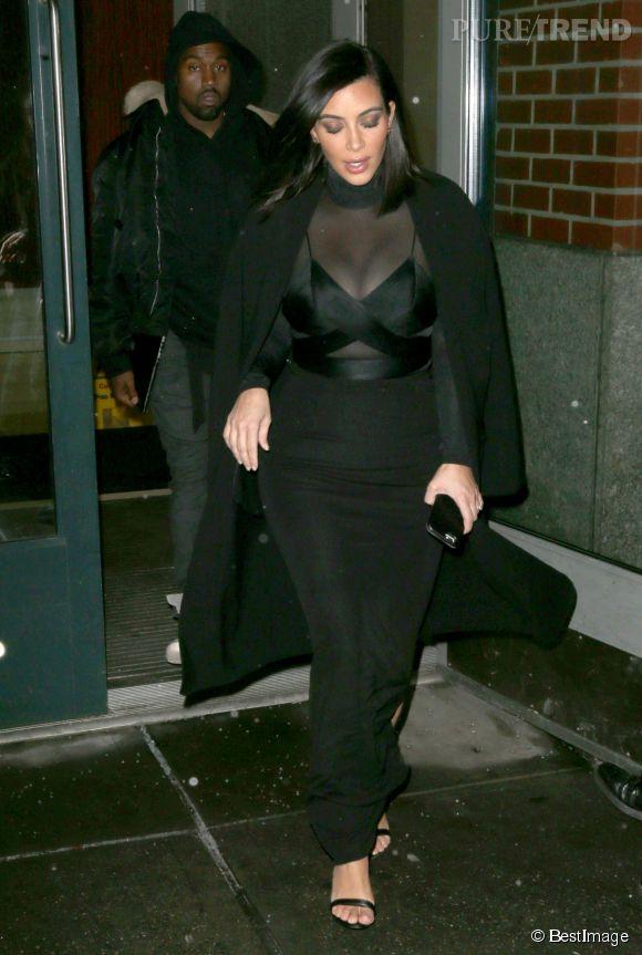 Kim Kardashian brave les températures new-yorkaises pour se rendre à la Fashion Week dans un top transparent le 14 février 2015.