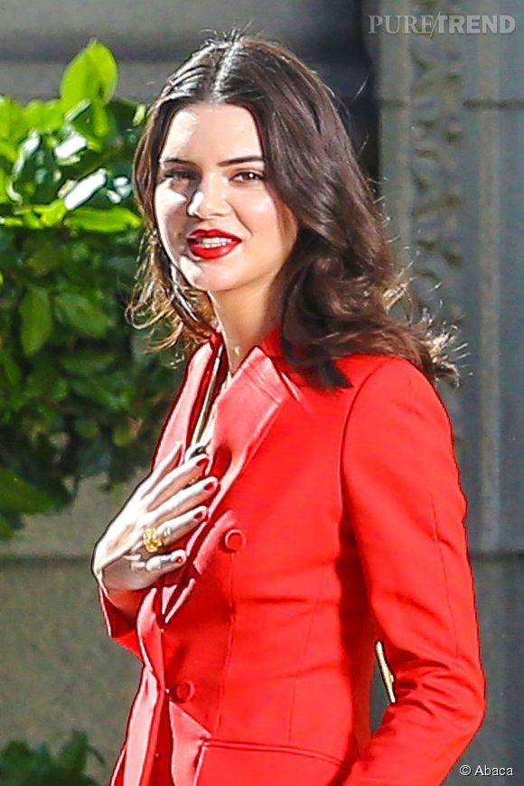 Kendall Jenner, sublime, face à la polémique sur son harcèlement en backstage.
