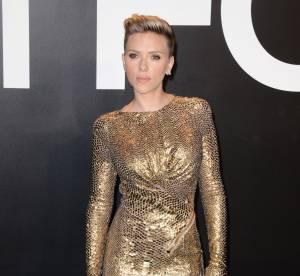 Scarlett Johansson : en minirobe bling bling au défilé Tom Ford