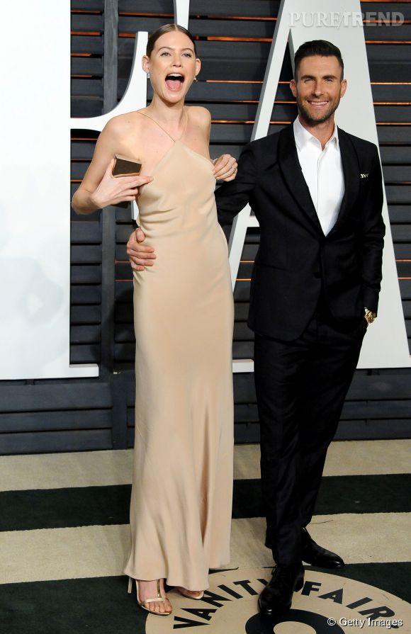 Behati Prinsloo, alerte téton sur le tapis rouge de la soirée des Oscars organisée par Vanity Fair le 22 février 2015.
