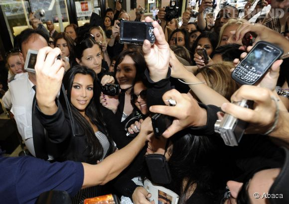 Kim Kardashian est accro aux selfies.