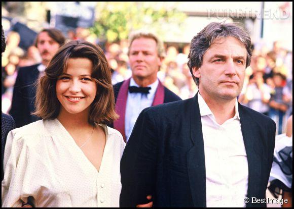 Sophie Marceau se marie avec la réalisateur polonais Andrzej Zulawski en 1984. Ils ont 26 ans d'écart et leur relation fera beaucoup jaser à cause de cela.