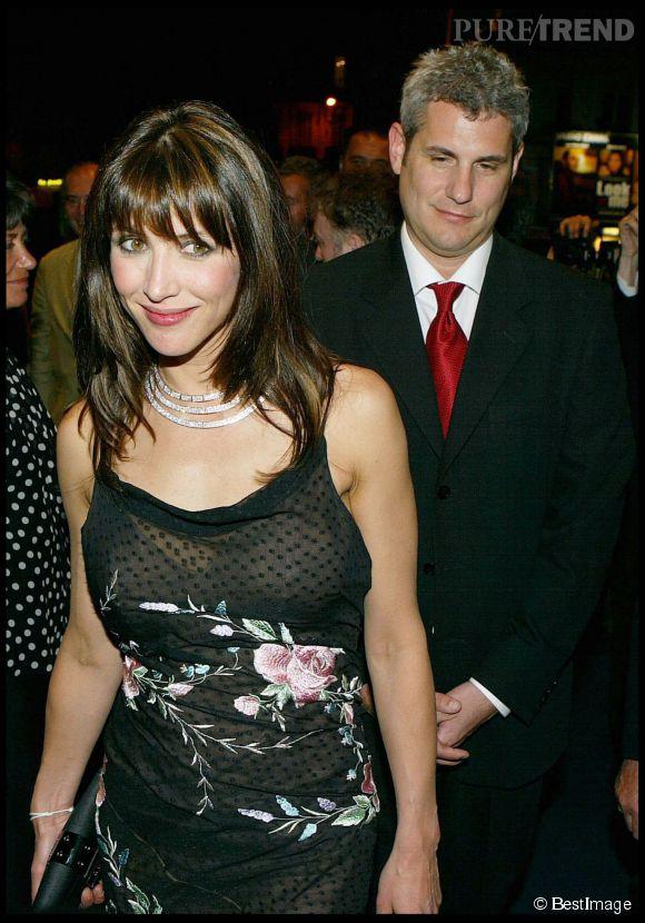 """Sophie Marceau se met ensuite en couple avec le producteur américain Jim Lemley, rencontré sur le tournage du James Bond """"Le monde ne suffit pas""""."""