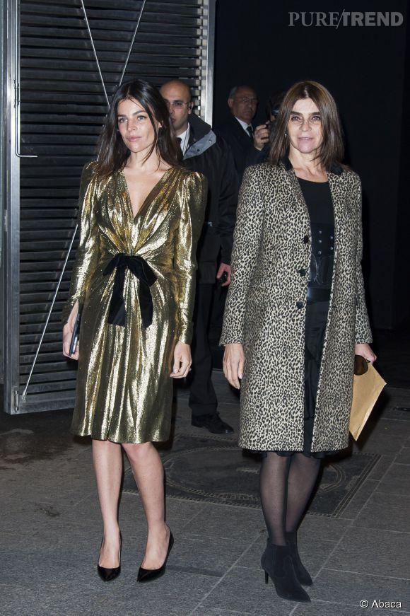 Carine Roitfeld et sa fille, Julia, un joli duo mère-fille au défilé Saint Laurent automne-hiver 2015-2016.