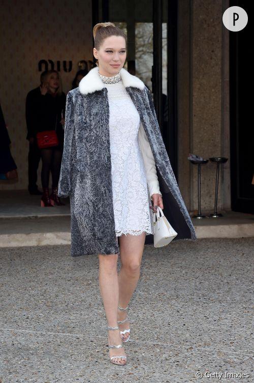 Léa Seydoux, l'incarnation du chic et du féminin rétro au défilé Miu Miu à Paris le 11 mars 2015.