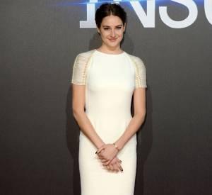 Shailene Woodley porte une robe Ralph Lauren Collection à Londres le 11 mars 2015.