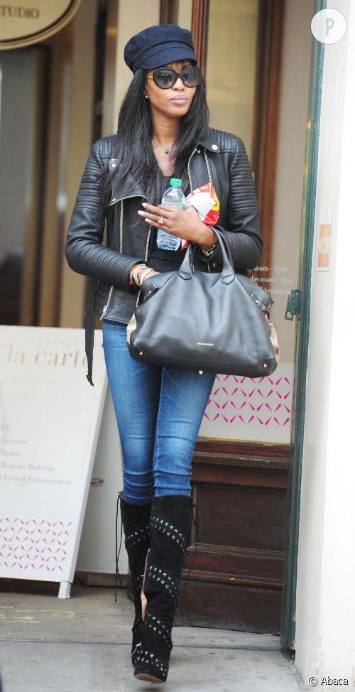 Noami Campbell, garçonne sexy : le look à shopper.