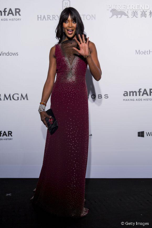 Naomi Campbell dans une robe bordeaux au gala de l'amfAR organisé à Hong Kong le 14 mars 2015.