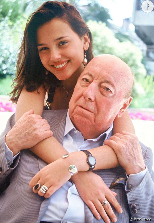 """Virginie Ledoyen et le réalisateur Marcel Carné en 1992. Il l'a faite tourner dans """"Mouche"""", son dernier film jamais achevé."""