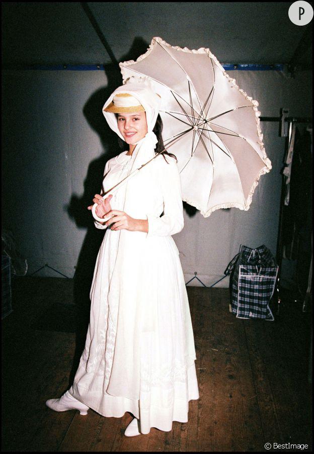 """Virginie Ledoyen sur le tournage de """"Mouche"""" en 1992."""