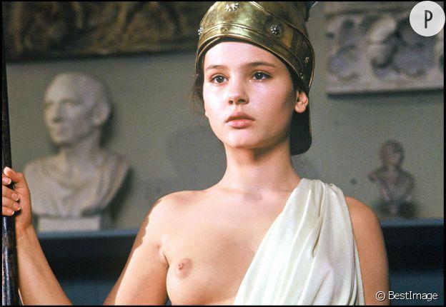 """Virginie, sein nu sur le tournage de """"Mouche"""", de Marcel Carné, en 1992."""