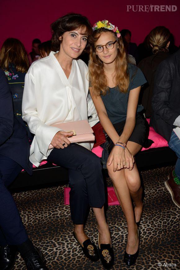 Violette d'Urso et sa mère Inès de la Fressange lors du défilé Schiaparelli Haute Couture de l'Automne-Hiver 2014/2015.