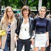 La famille de top : Violette, Inès de la Fressange et Nine, lors du défilé Haute Couture Automne-Hiver 2014/2015 de Chanel.