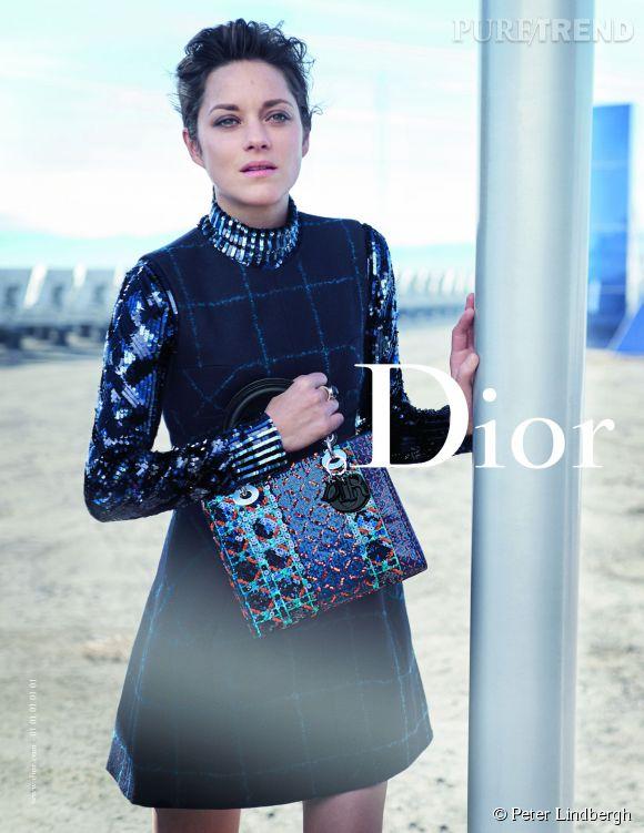 Marion Cotillard pose dans un no man's land pour la nouvelle campagne Lady Dior 2015.