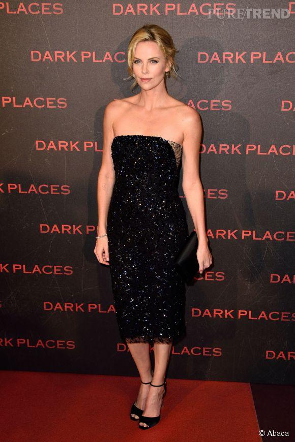 Charlize Theron en total look black pour une élégance folle.