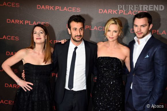 """Charlize Theron éclipse le reste de l'équipe de """"Dark Places""""."""