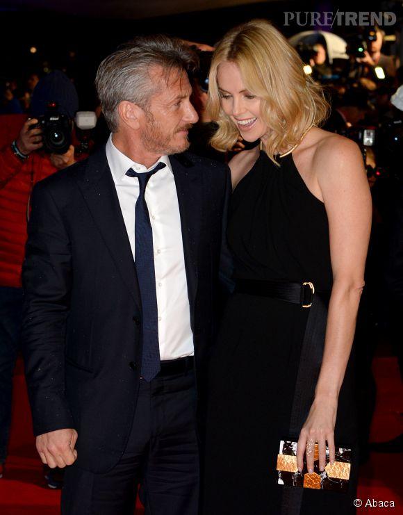 """Charlize Theron, une femme folle amoureuse de Sean Penn, cet """"homme extraordinaire""""."""