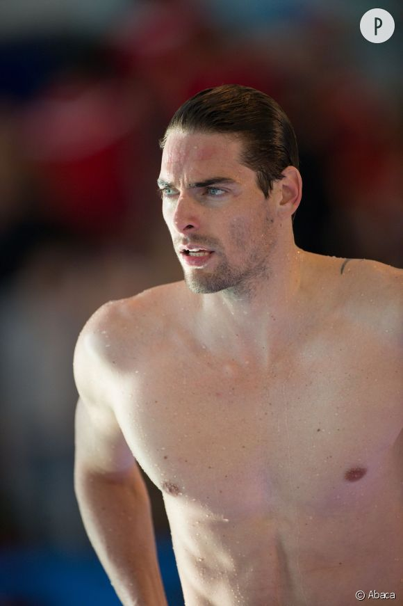 Camille Lacourt est tellement sexy, qu'il ne lui faut que quelques secondes pour enflammer n'importe quel bassin gelé...