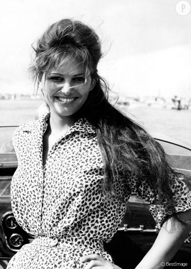 Claudia Cardinale, cheveux au vent en Venise en 1960.