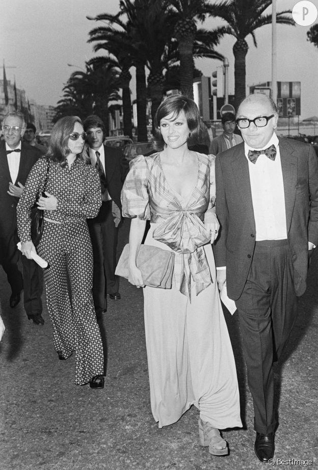 Claudia Cardinale, très apprêtée aux côtés de Francesco Rossi sur la Croisette, en 1972.