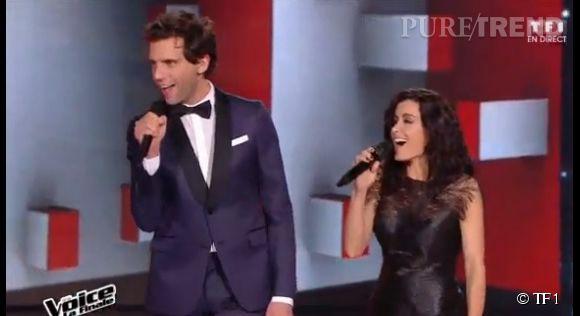 Jenifer va entendre parler du pays après la robe à plumes noires qu'elle a portée samedi 25 avril 2015 pour la finale de The Voice.