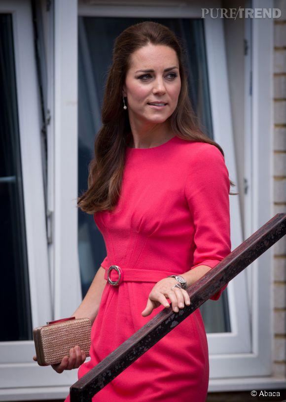 Kate Middleton dans une robe rose flashy.