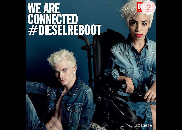La blogueuse Jillian Mercado prend la pose pour Diesel.
