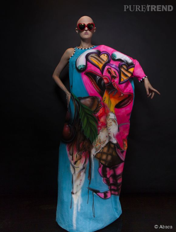 Mélanie Gaydos, transformée en diva colorée.