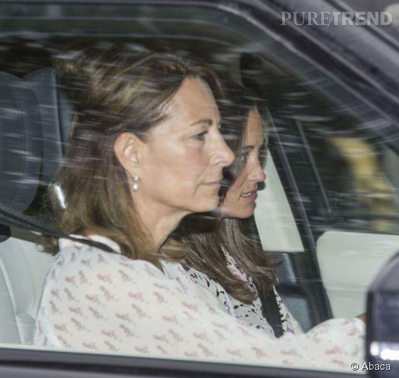 Carole Middleton est arrivée à la maternité pour la naissance de Charlotte non pas avec son mari mais avec Pippa. Les tensions seraient à leur maximum entre les époux Middleton.