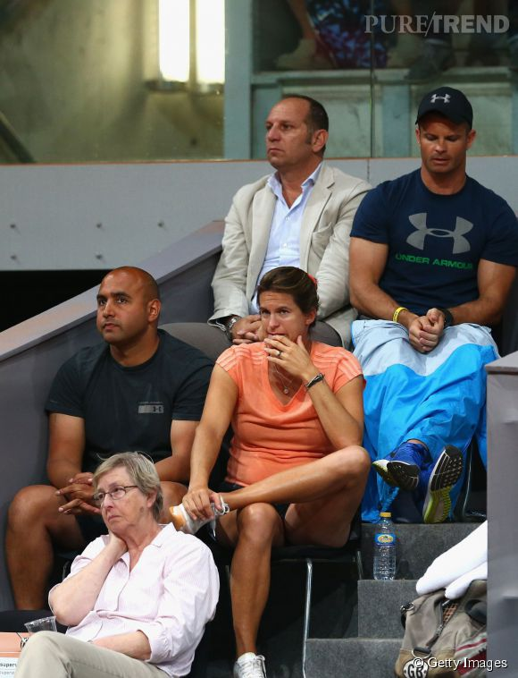 Amélie Mauresmo, entraineuse concentrée dans les tribunes du Mutua Madrid Open le 7 mai.
