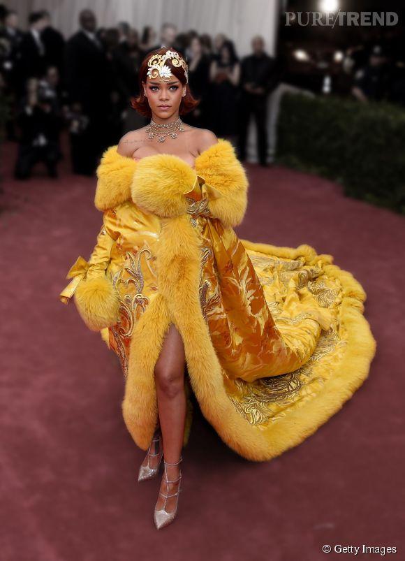 Met Ball 2015 : Rihanna et sa robe majestueuse Guo Pei Couture.