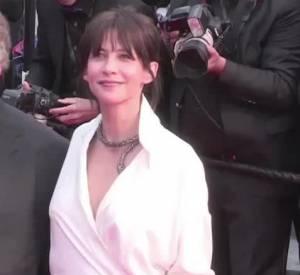 Sophie Marceau, renversante lors de la deuxième soirée de montée des marches au Festival de Cannes.
